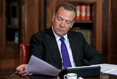 Медведев призвал ввести допвыплаты за ненормированный рабочий день