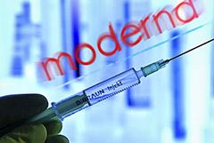 """Еврокомиссия дала """"зеленый свет"""" контракту на поставку вакцины Moderna"""