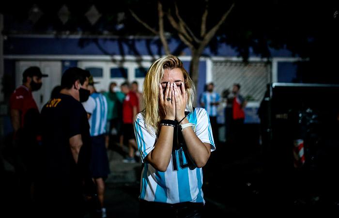 Жители Буэнос-Айреса и Неаполя почтили память Марадоны