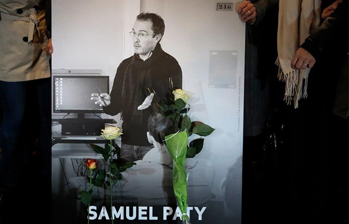 Во Франции четырем школьникам предъявили обвинения из-за убийства учителя