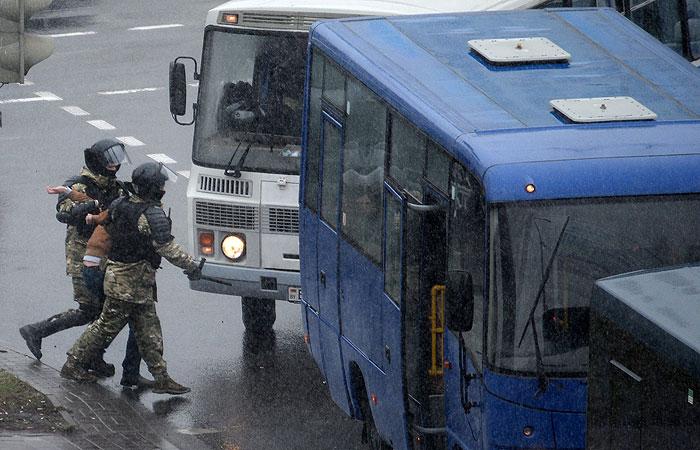 В Белоруссии сообщили о более ста задержанных на акциях в стране