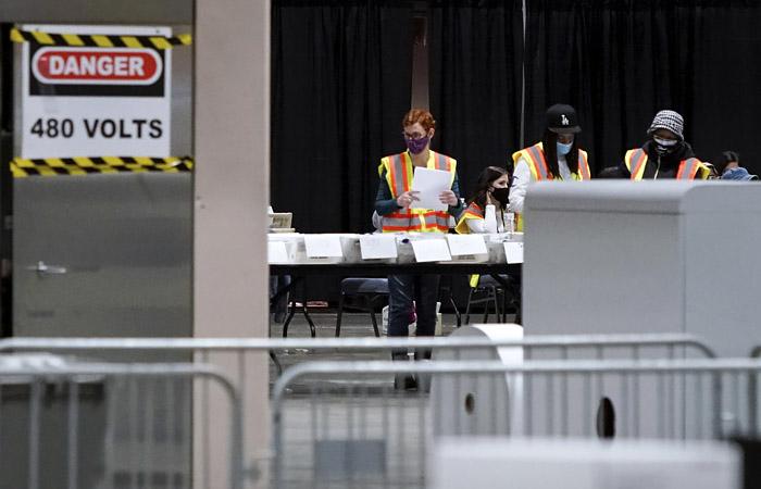 Экс-глава службы кибербезопасности США назвал чушью взлом машин для голосования