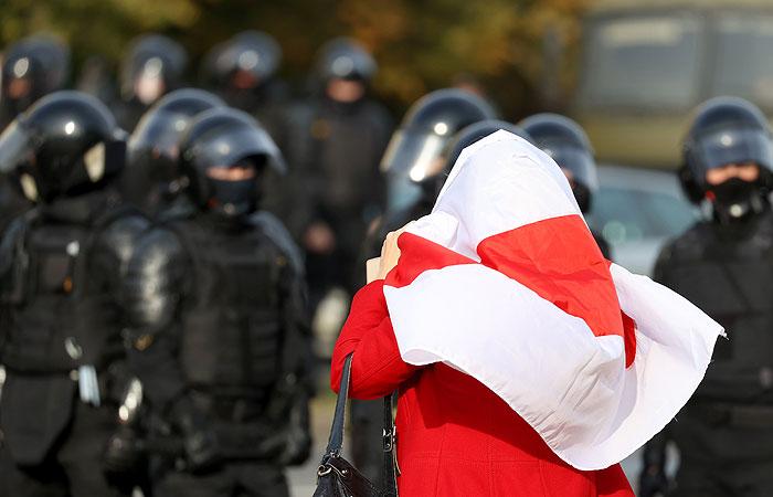 В центре Минска начались столкновения протестующих с милицией