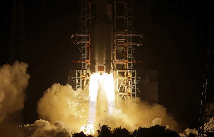 Китайский аппарат совершил успешную посадку на Луну для забора грунта