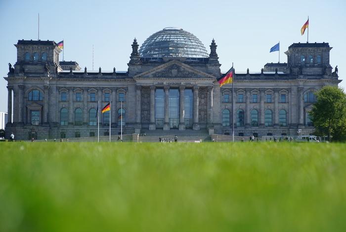 Депутат Бундестага предложил ЕС пересмотреть отношение к России