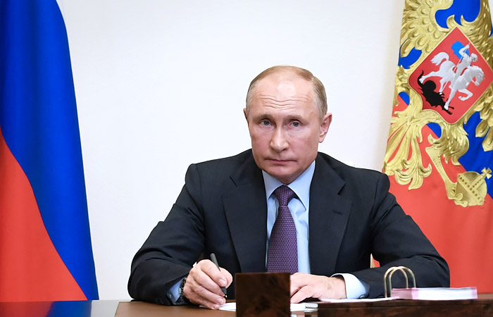 Путин на фоне IT-успехов Сбера напомнил Грефу о банковских приоритетах