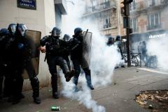 В Париже прошла акция против наделения полиции новыми полномочиями
