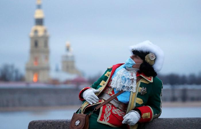 Беглов признал, что Петербург оказался на грани полного локдауна