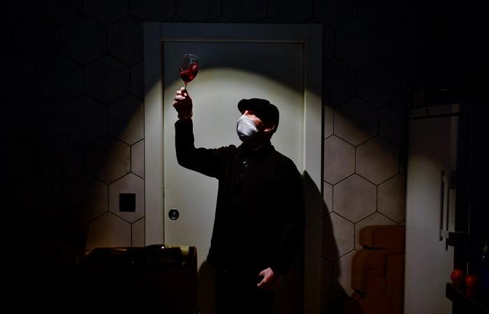 Попова советовала прививающимся от COVID-19 не пить спиртное 56 суток