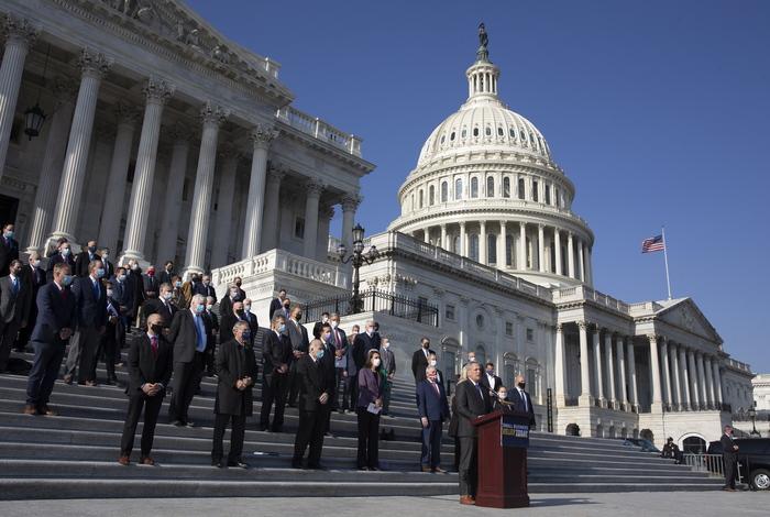 106 конгрессменов США поддержали иск по результатам выборов президента