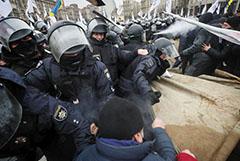 Полиция не позволила противникам локдауна установить палатки в Киеве