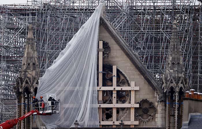 Петербургские мастера объяснили ситуацию со сгоревшими часами Нотр-Дама