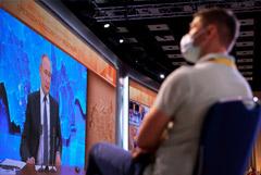 Путин не стал отвечать, выясняли ли разведслужбы происхождение COVID
