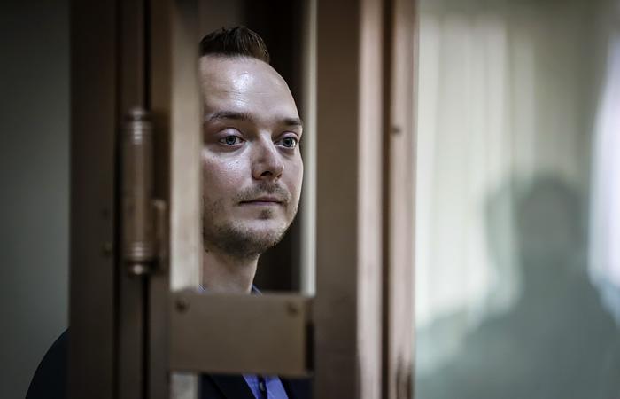 Песков заявил, что Путин узнал от следствия о давней работе Сафронова у Рогозина