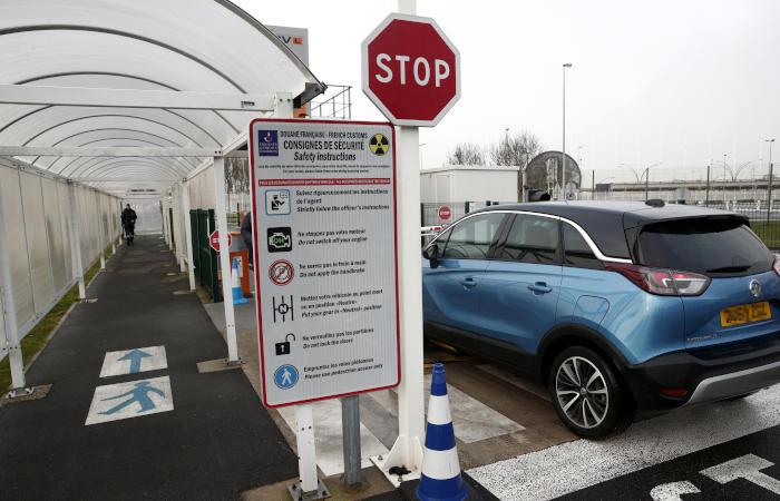 Франция приостановит транспортное сообщение с Великобританией