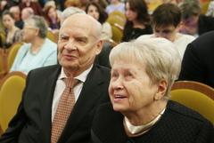 Пахмутова и Добронравов госпитализированы с коронавирусом