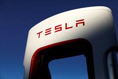 Илон Маск рассказал, как предложил Тиму Куку купить Tesla