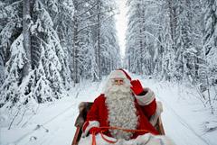 Санта Клаус с подарками посетил Россию