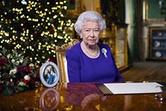 """Елизавета II в рождественской речи призвала надеяться """"даже в самые темные времена"""""""