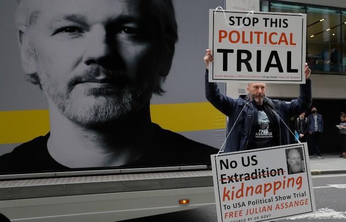 Британский суд не стал экстрадировать Ассанжа в США
