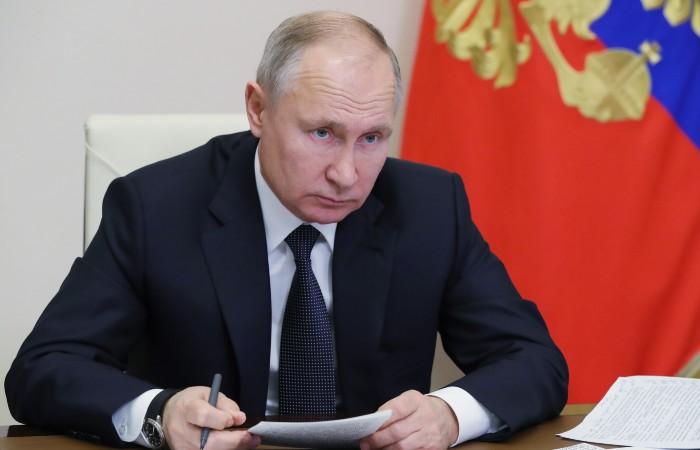Путин поручил подготовить предложения по индексации пенсий работающих пенсионеров