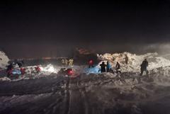 Пять домиков засыпало снежной лавиной на курорте в Норильске
