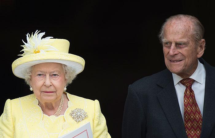 Королева Великобритании и ее муж привились от COVID-19
