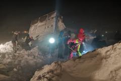 Под снежными завалами в Норильске обнаружили молодую девушку