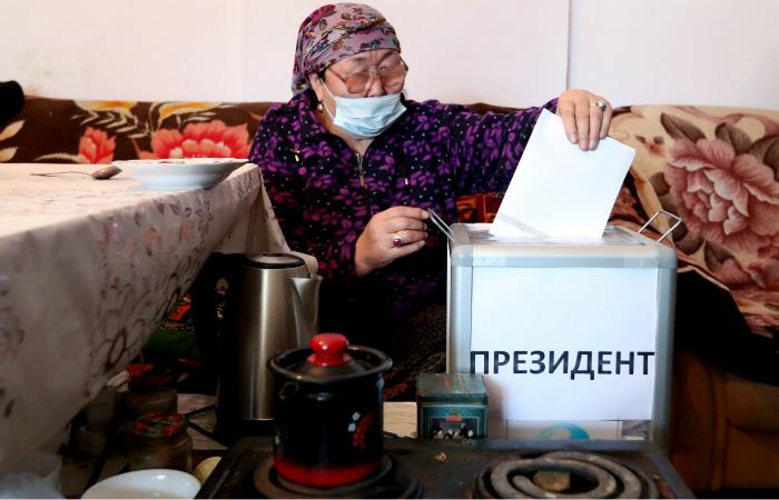 Садыр Жапаров вышел в лидеры на президентских выборах в Киргизии