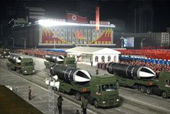 """КНДР на военном параде показала """"самое мощное в мире оружие"""""""