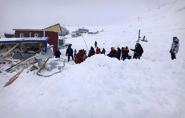 Из-под лавины в КЧР спасена женщина