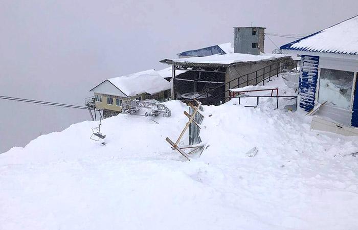 Лавина сошла на горнолыжном курорте в Карачаево-Черкесии