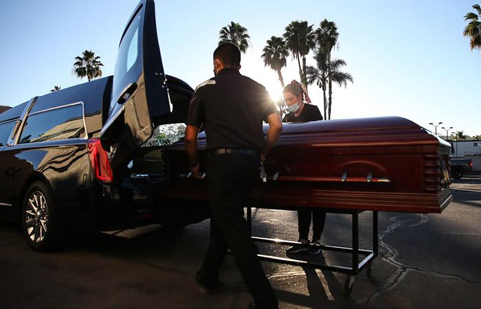 В США ожидают до полумиллиона умерших с COVID-19 к середине февраля