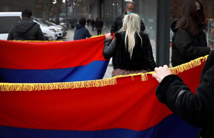 Сторонники экс-президента Армении Кочаряна устроили митинг в Ереване
