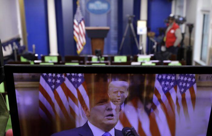 Трамп пообещал молиться за успех Байдена