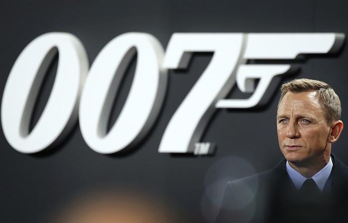 Премьеру нового фильма о Джеймсе Бонде перенесли в третий раз