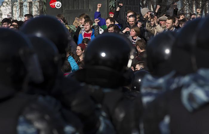 В Кремле назвали недопустимым звать детей на нелегитимные акции