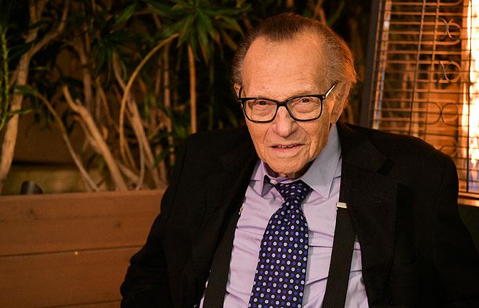 Умер американский тележурналист Ларри Кинг