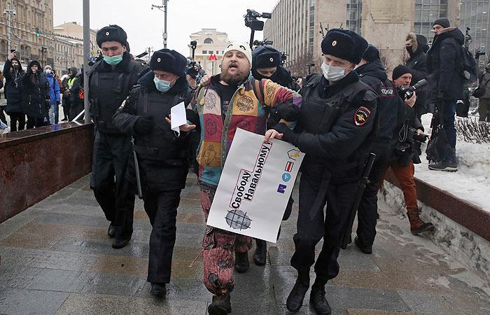 В Москве начались задержания оппозиционеров