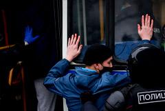 Путин осудил незаконные митинги как средство реализации политических амбиций