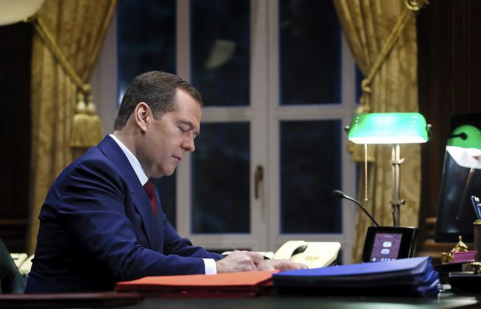 Медведев предложил компенсировать малоимущим расходы на интернет