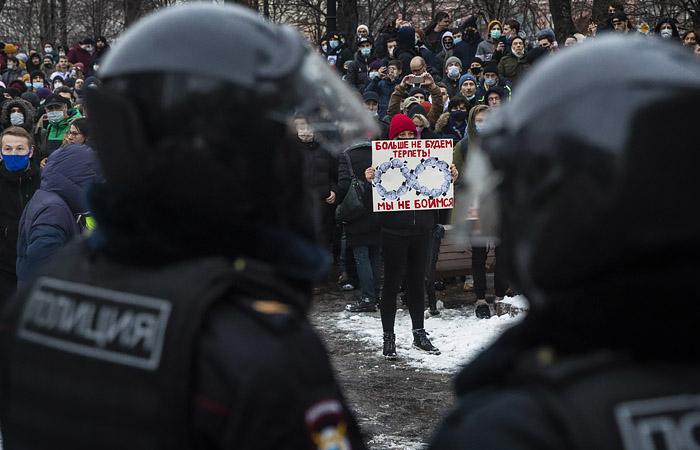 СК сообщил о задержании еще двоих участников протестов в Москве