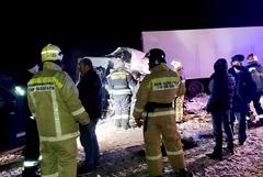 Число жертв аварии микроавтобуса и фуры под Самарой выросло до 10