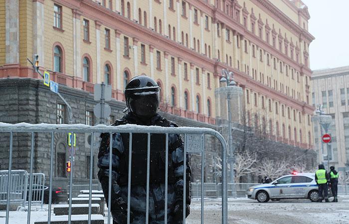 В центре Москвы начались задержания на акции в поддержку Навального