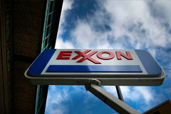 WSJ сообщила о переговорах о слиянии Exxon и Chevron
