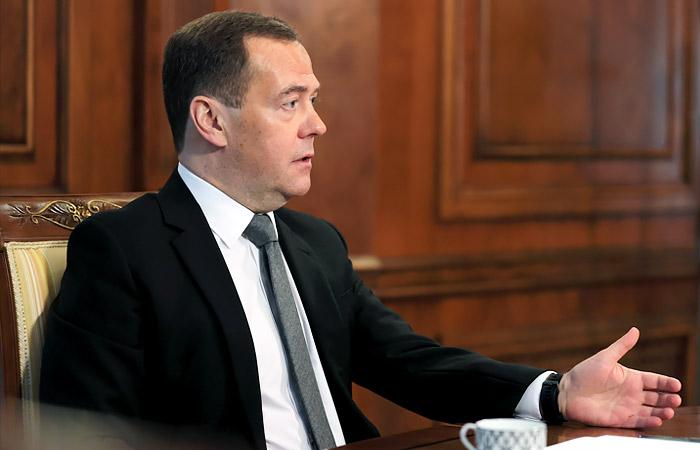 Дмитрий Медведев: считаю Навального политическим проходимцем, который стремится залезть во власть