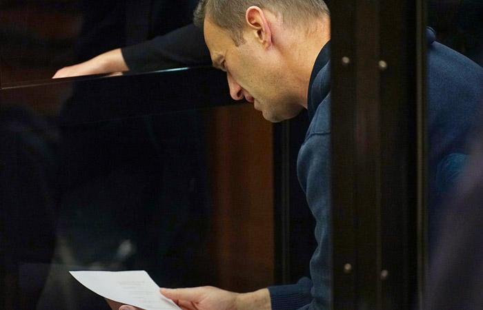 Суд назначил Навальному 3,5 года колонии общего режима