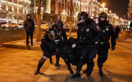 На Тверской улице в Москве задерживают протестующих