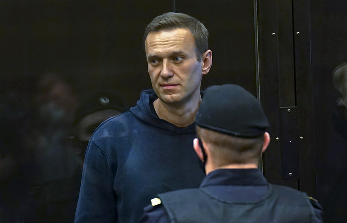 Навальный потребовал в суде немедленно освободить его