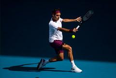 Федерер в марте возобновит выступления после годичной паузы